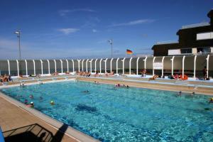 cliquer pour voir le site de la piscine municipale de courseulles